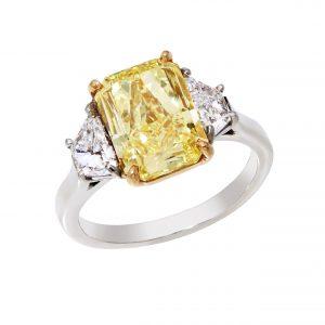 100-00196 | Yellow Radiant Cut Diamond Ring